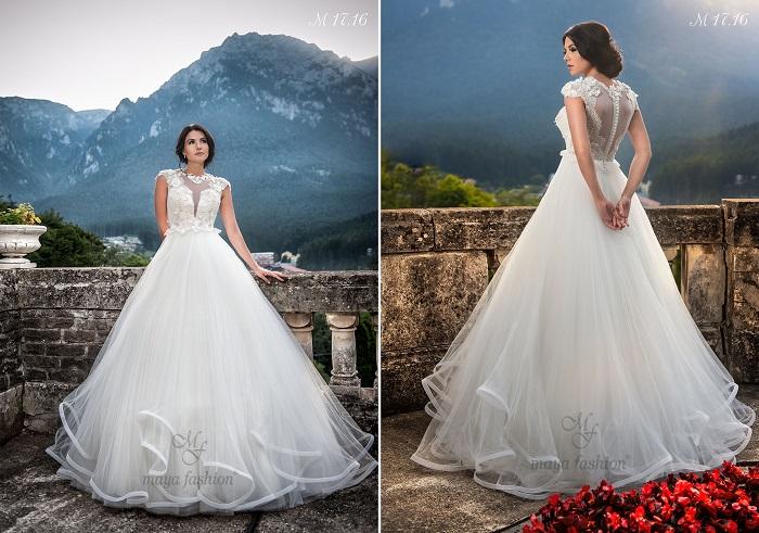Dantela fina si florile cusute manual confera un aer deosebit de romantic rochiei M17.16.