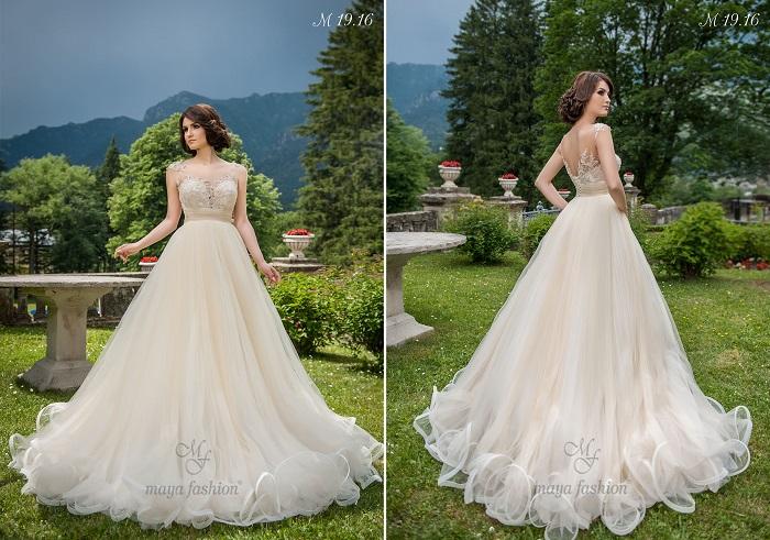 Culoarea ivory scoate modelul M19.16 din tiparul clasic al rochiilor de mireasa albe.