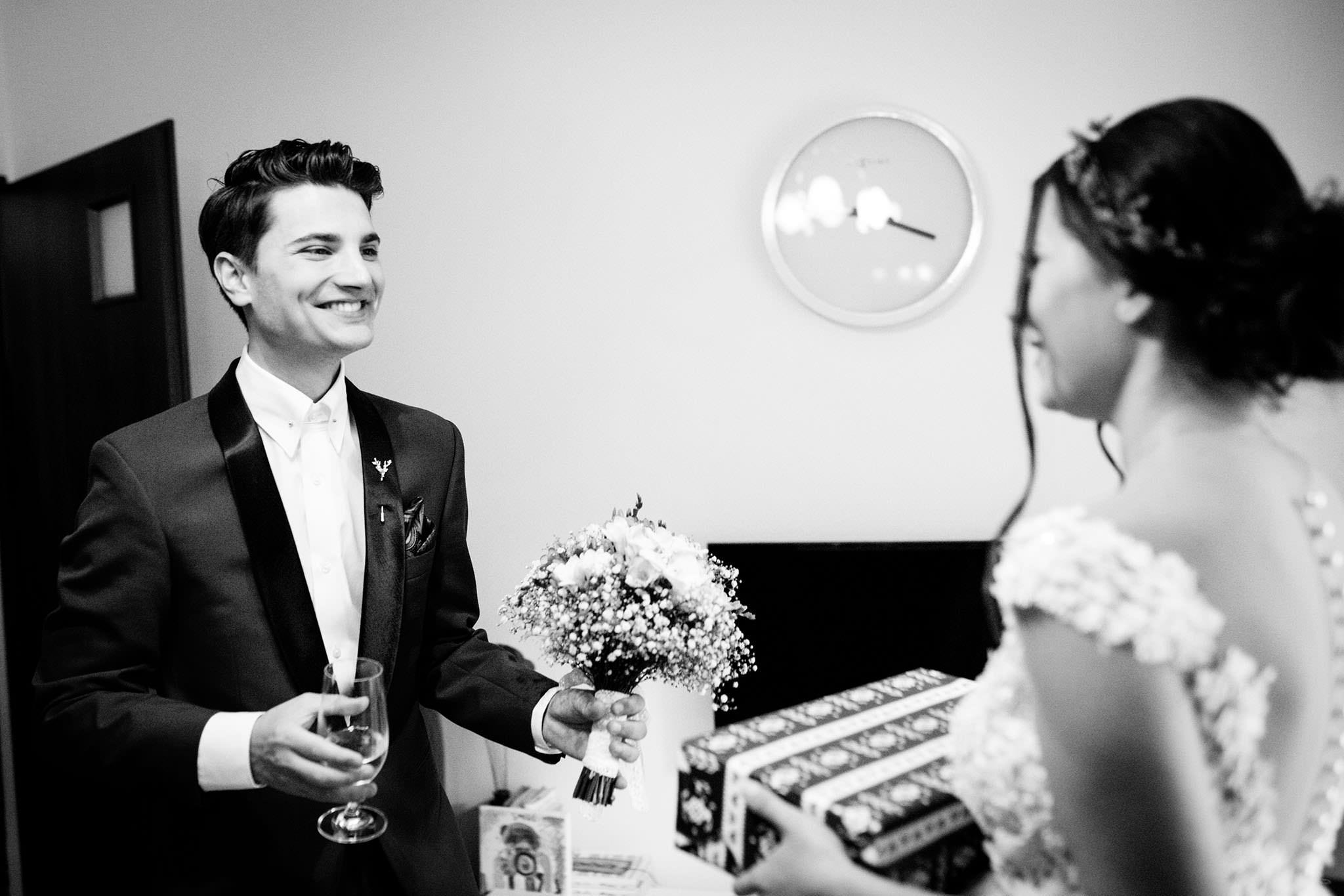 cautand nunta omului