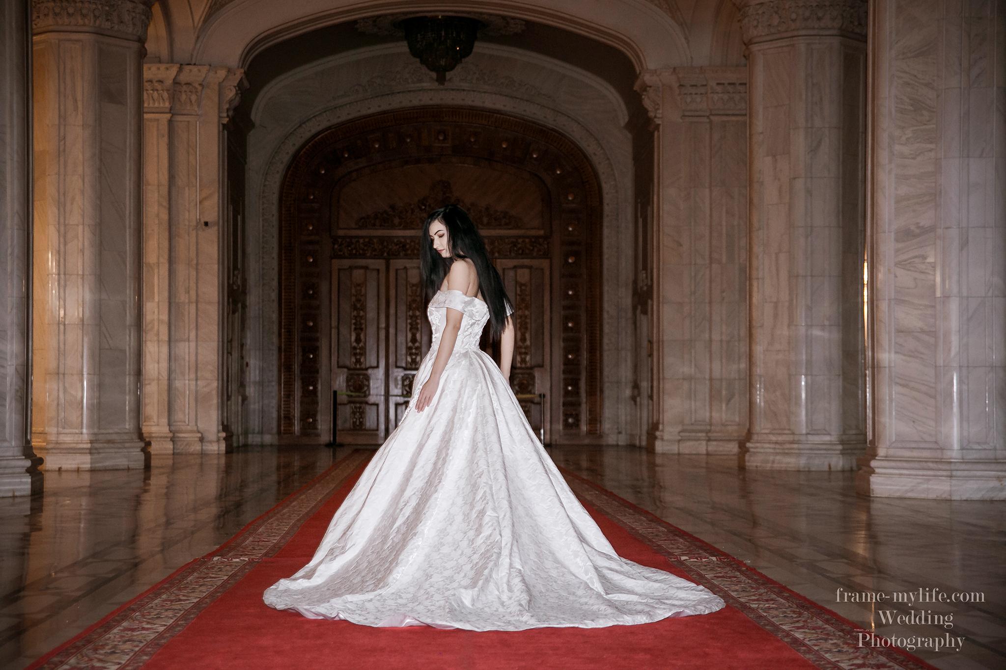 Cauta i rochie de ceremonie pentru femei