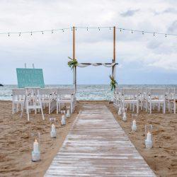 Nuntă pe plajă organizată în România