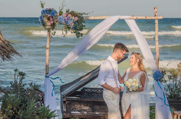 ceremonii pe malul marii nunta la mare