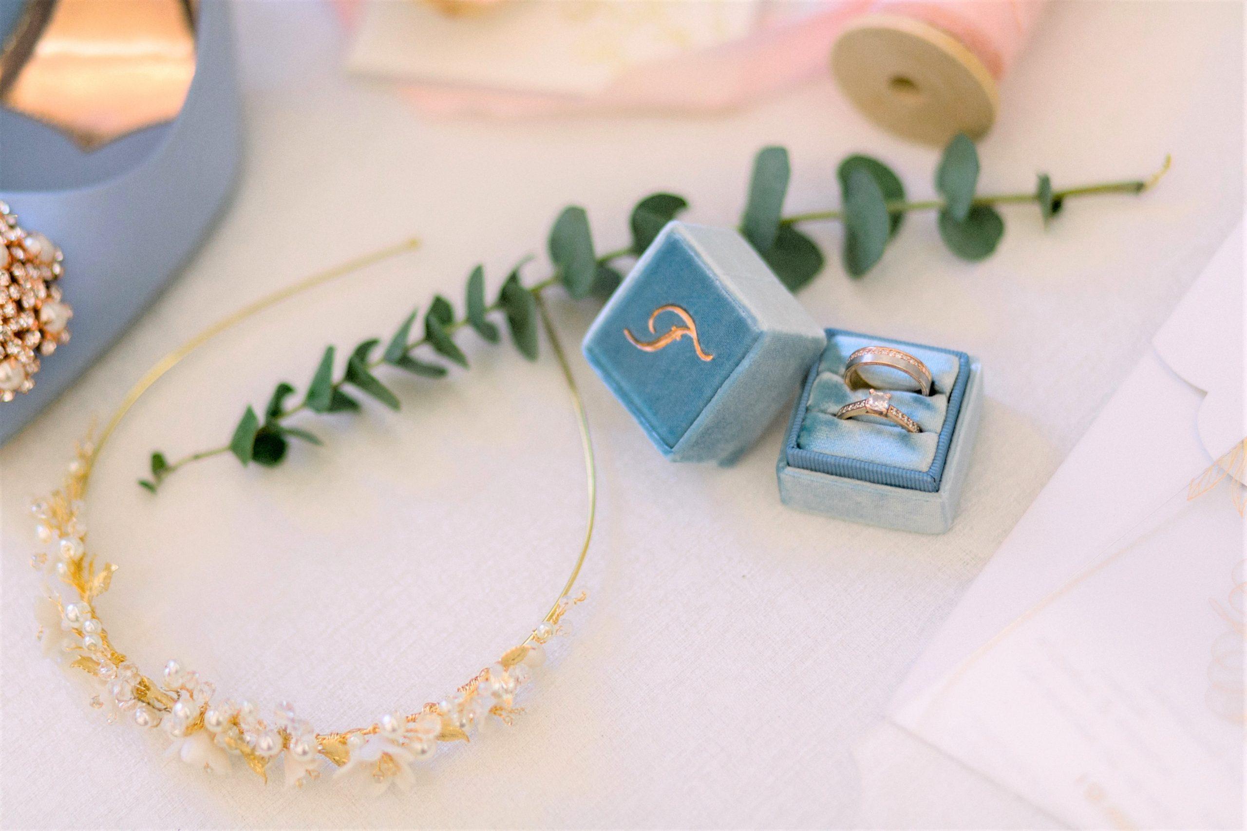 cutie verighete albastra cu broderie