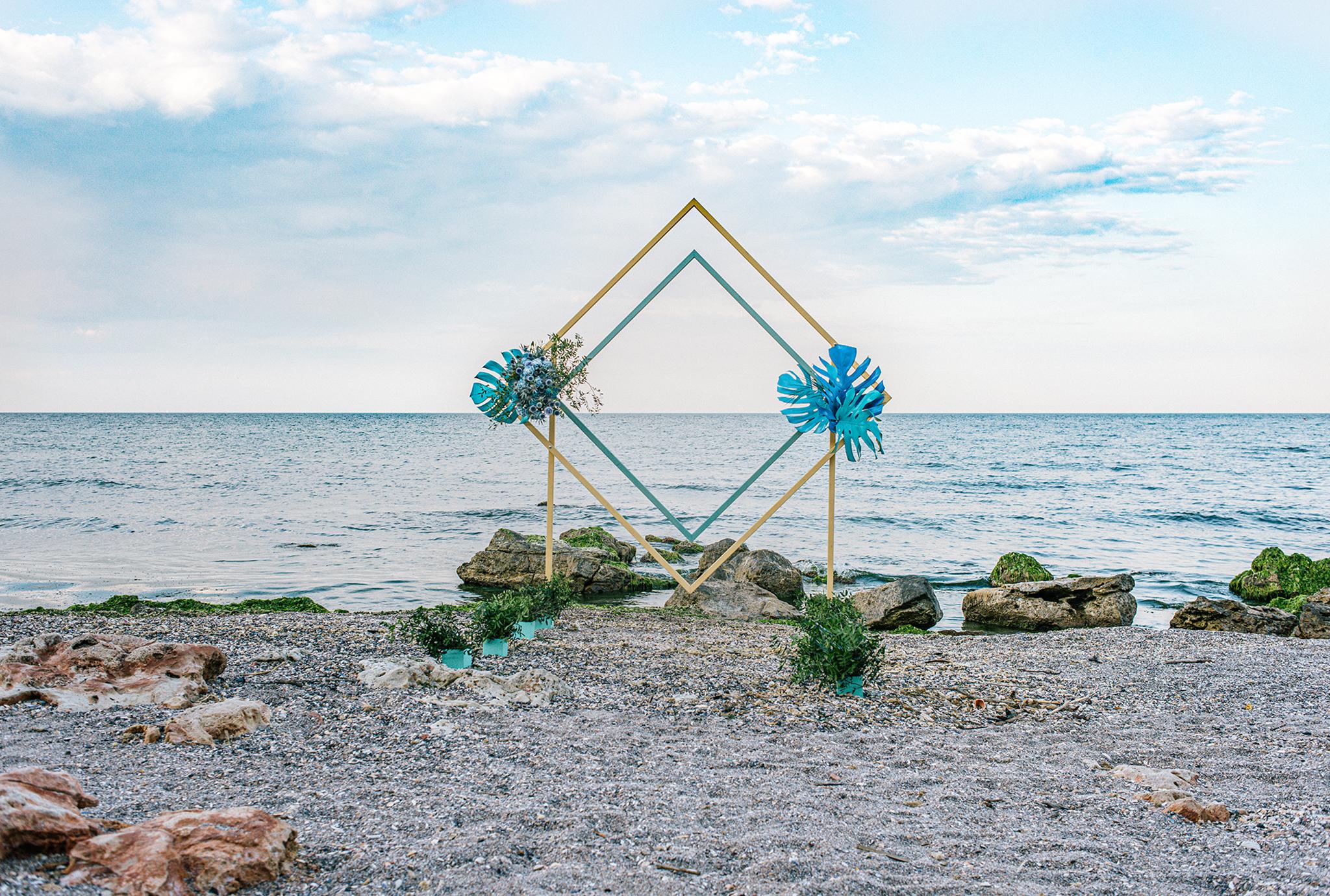 arcada moderna ceremonie pe plaja
